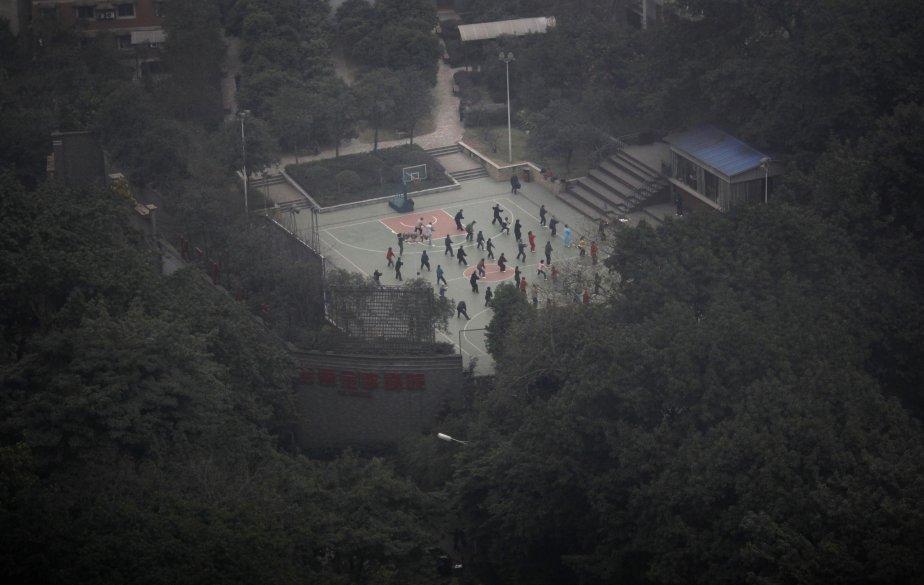 Tai-chi en plein air au centre-ville de Chongqing. | 30 janvier 2013