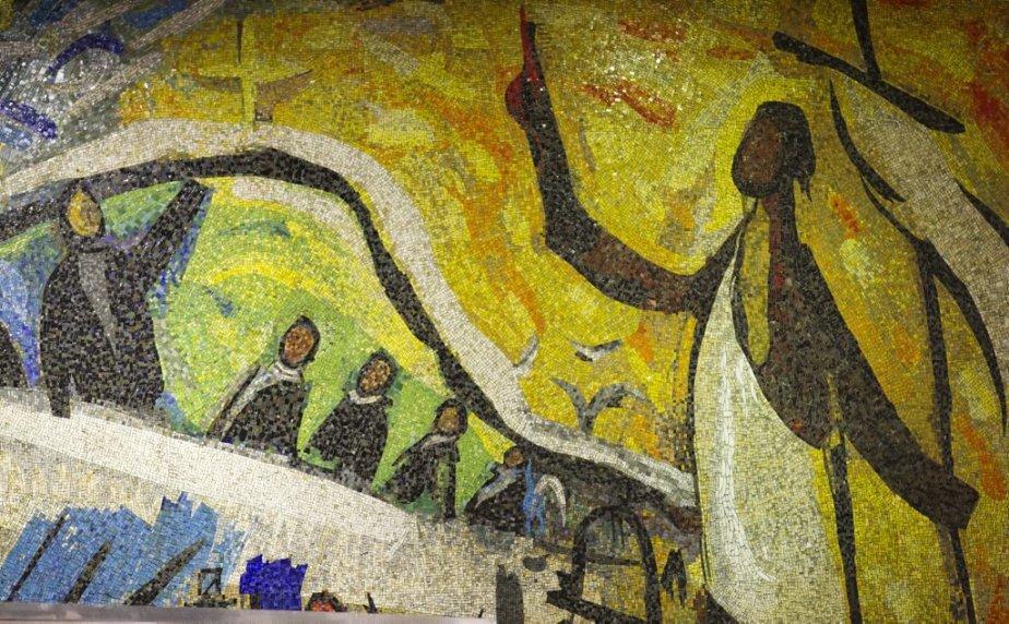 Station Sherbrooke: Une murale en mosaïque de Gabriel Bastien et Andrea Vau, la seule du réseau, rappelle ici les réalisations de la Société Saint-Jean-Baptiste. | 31 janvier 2013