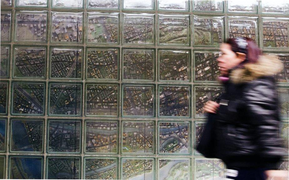 Station Mc Gill : carte en relief de Montréal, qui donne l'impression de voir la ville du haut des airs, avec ses monuments, ses édifices et son Mont-Royal. Réalisée par Richard Purdy, François Hébert et Alain Cadieux. | 31 janvier 2013
