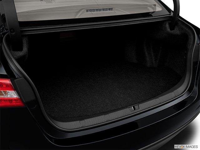 Toyota Avalon: Il n'y a que le style qui change - Berline 4 portes XLE - Coffre (Evox)