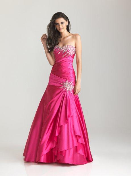 Robe de princesse rose vif (hot pink), 495 $ à La Maison Victoria ()