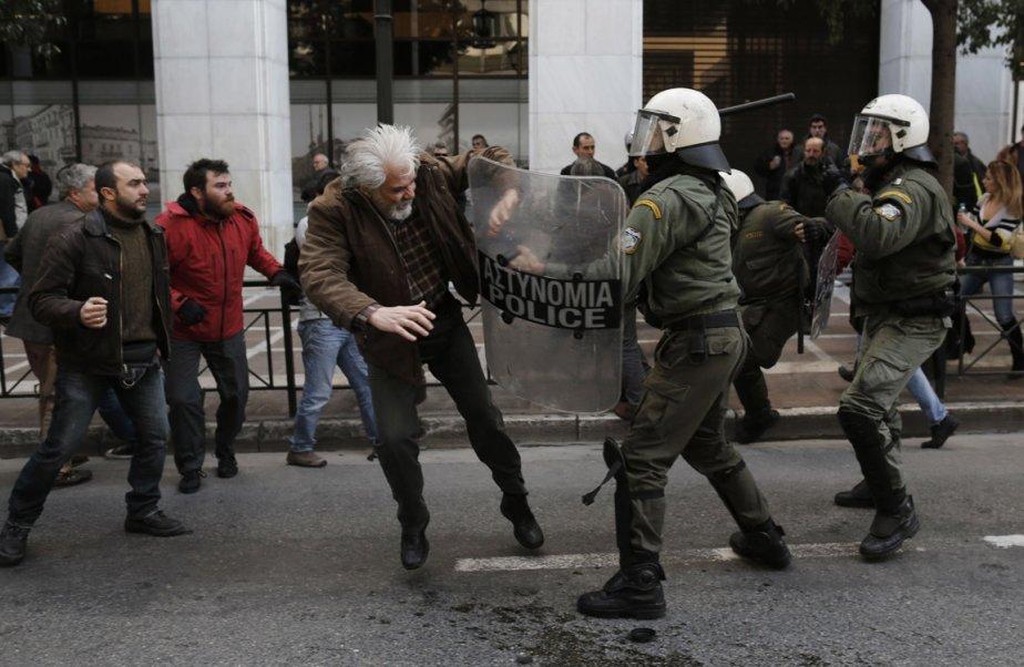 Affrontements entre policiers et manifestants à Athènes, en Grèce. | 31 janvier 2013