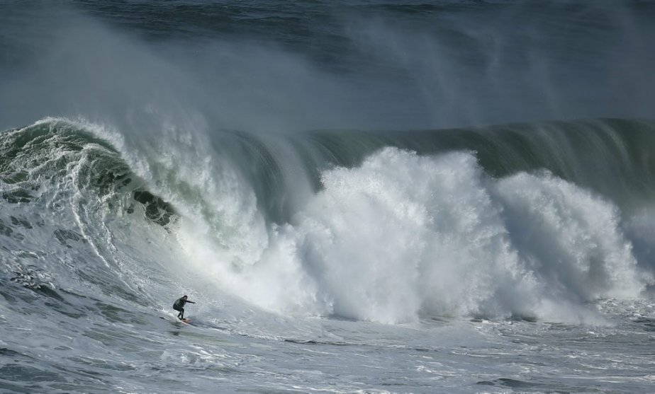 Le surfer portuguais Hugo Vau. | 31 janvier 2013