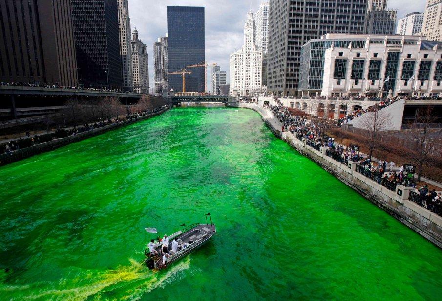 La rivière Chicago lors de la fête de la Saint-Patrick.... | 2013-01-31 00:00:00.000