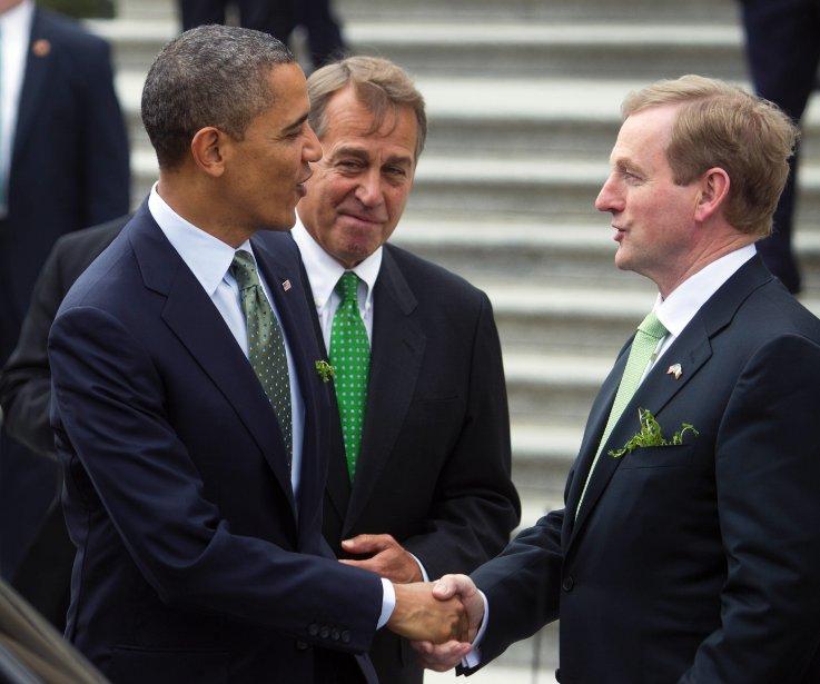 Barack Obama serre la main du premier ministre irlandais Enda Kenny lors de la Saint-Patrick à Washington en 2012. | 31 janvier 2013