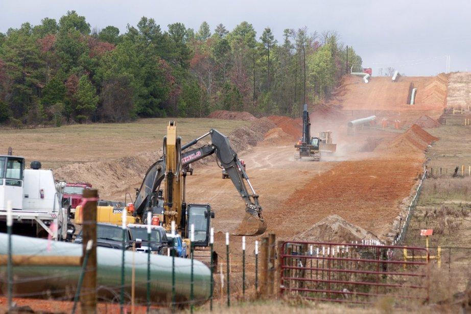 Des ouvriers travaillent à la construciton de l'oléoduc... (PHOTO SARAH A. MILLER, ARCHIVES PC/THE TYLER MORNING TELEGRAPH)