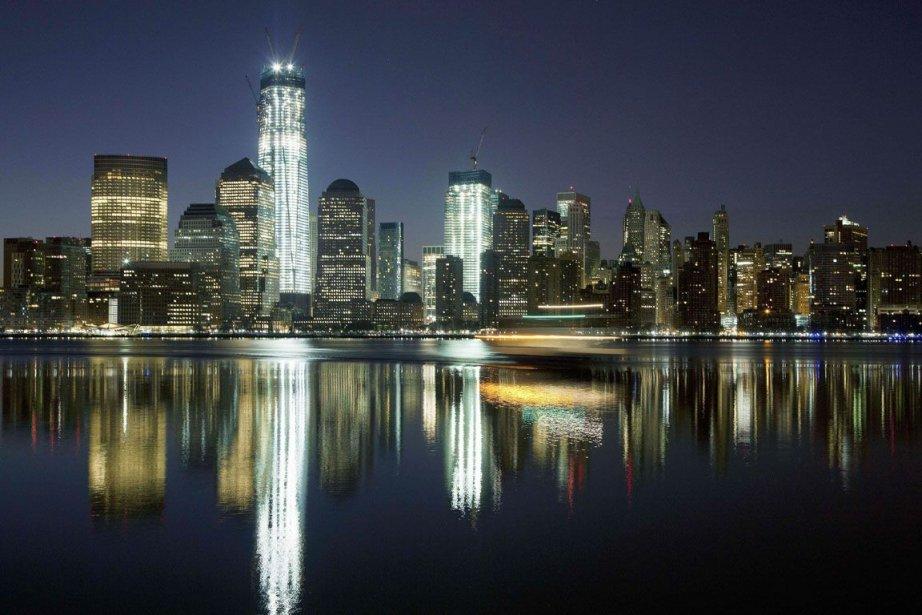 Vue panoramique des tours de Manhattan, avec au... (Photo Mark Lennihan, AFP)