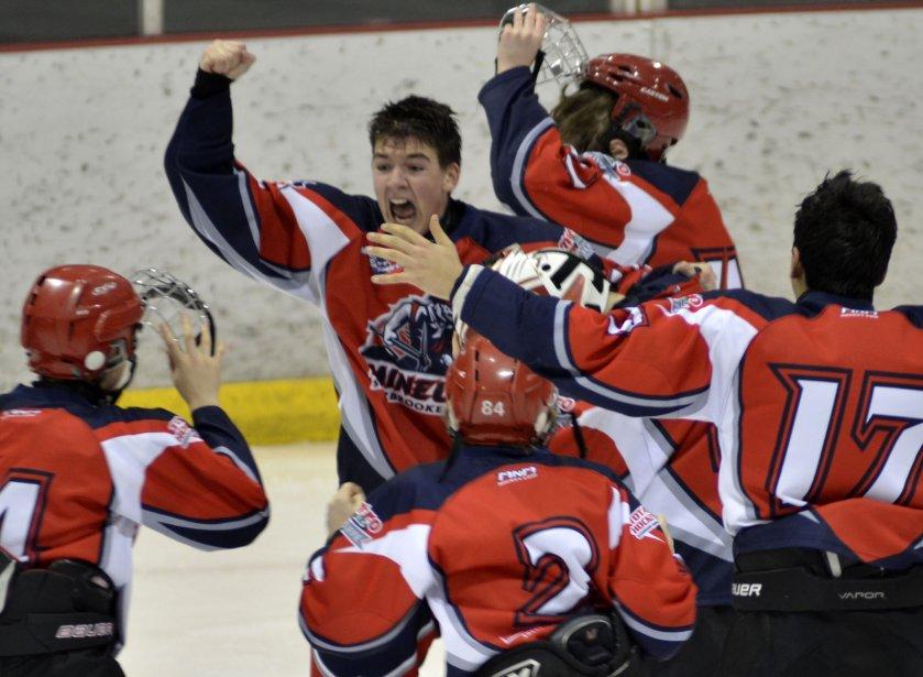 Tournoi bantam de Granby, finale BB impliquant les Mineurs de Sherbrooke-Est et les favoris locaux, les Vics de Granby. Les Mineurs gagnent la rencontre 2-1 en temps réglementaire. | 1 février 2013