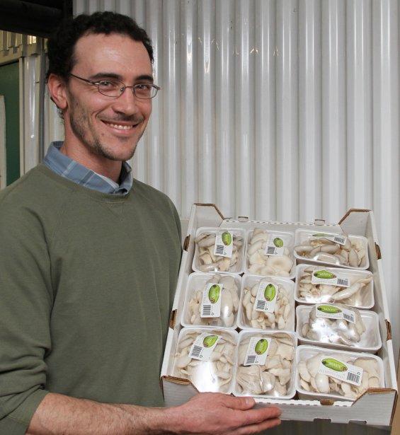 Bourse de la relève agricole en Haute-Yamaska remise à Mathieu Beaudry, producteur de pleurotes. | 1 février 2013