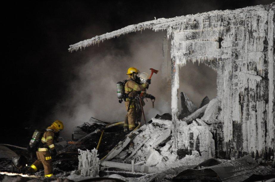 La maison ancestrale a brûlé très rapidement. Les pompiers n'ont rien pu faire pour les occupants. | 1 février 2013