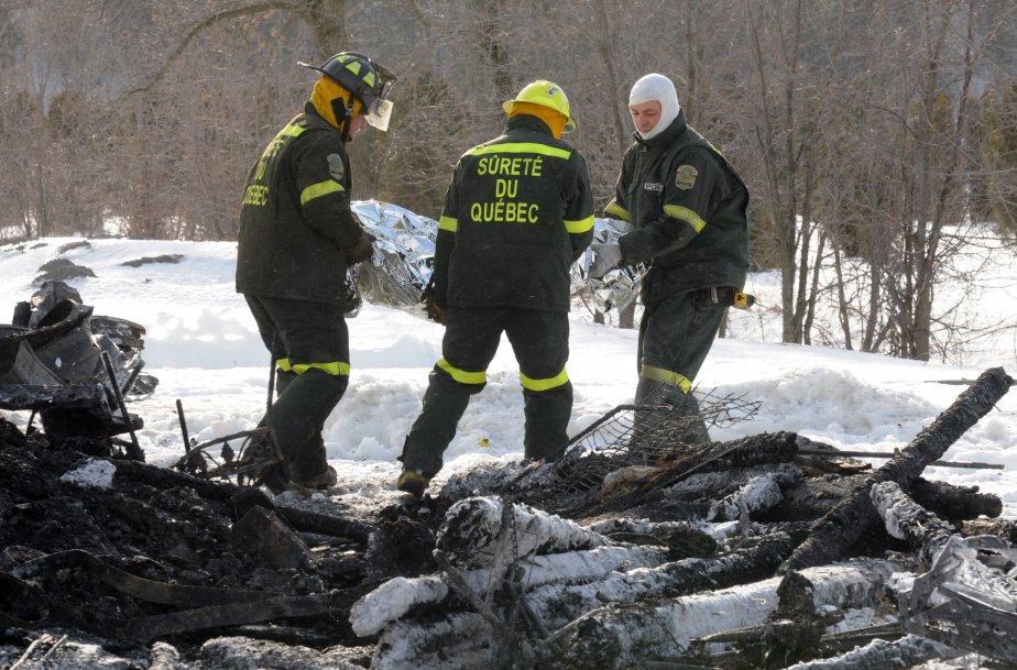 Des techniciens en scène d'incendie vont tenter de déterminer les causes du brasier. | 1 février 2013
