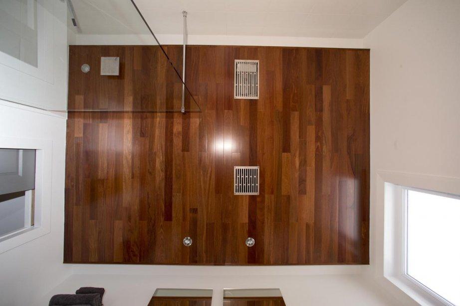 L 39 cor novation simplifi e carole thibaudeau r novation for Plafond bois salle de bain