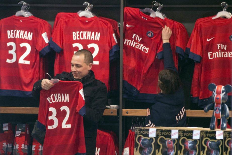 Le chandail numéro 32 de David Beckham a... (Photo Michel Euler, AP)