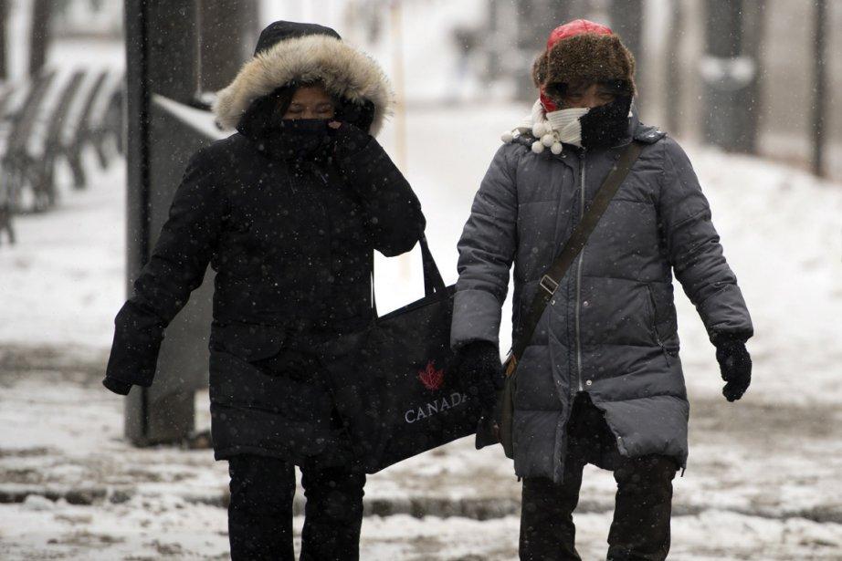 Cet hiver, les cols, chapeaux et autres accessoires... (Photo : Ryan Remiorz, La Presse Canadienne)