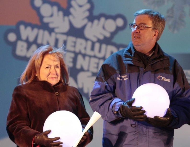 La députée provinciale Madeleine Meilleur, en compagnie du maire d'Ottawa, Jim Watson. (Étienne Ranger, LeDroit)