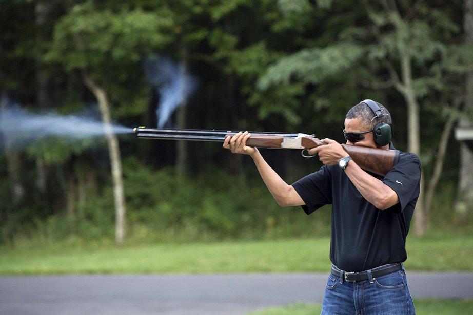 Barack Obama, derrière son arme.... (Photo: REUTERS/White House/Pete Souza)