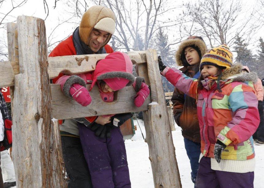 La famille Qizilbash s'amuse au parc de la confédération. (Simon Séguin-Bertrand, LeDroit)