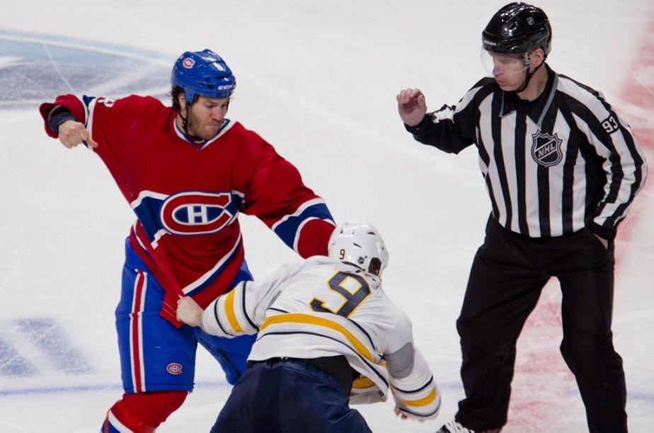 Combat entre Brandon Prust et Steve Ott. (Photo Marco Campanozzi, La Presse)