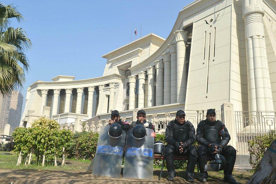 La Haute cour constitutionnelle (photo) a de nouveau... (Photo: AFP)