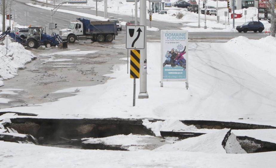 Bris d'aqueduc majeur sur le boulevard de La Vérendrye à Gatineau. | 3 février 2013