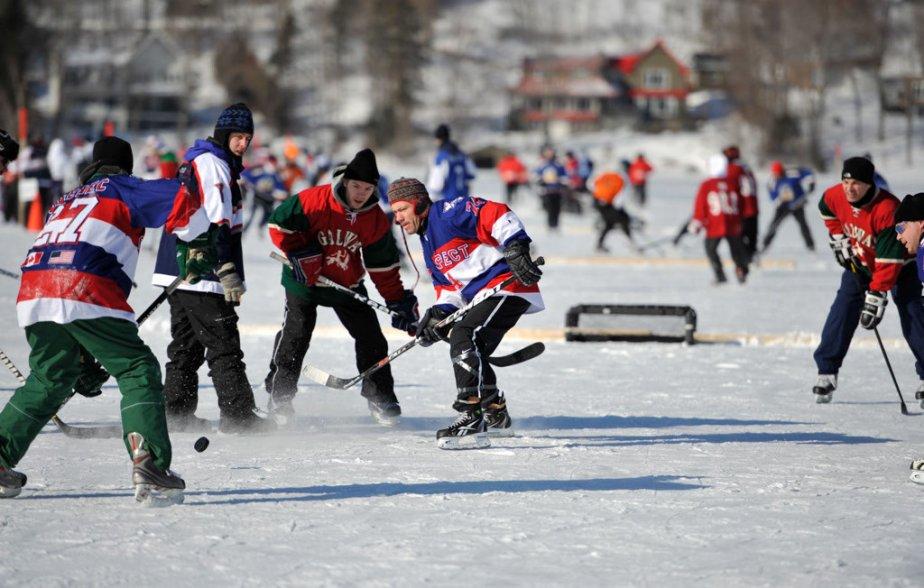Le 10e tournoi de pond hockey de Lac-Beauport, le 3 février 2013. | 3 février 2013
