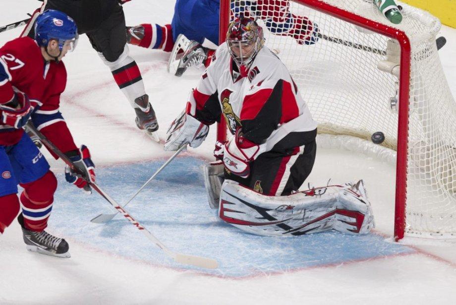Alex Galchenyuk tente de rediriger la rondelle derrière Craig Anderson. (PHOTO EDOUARD PLANTE-FRÉCHETTE, LA PRESSE)