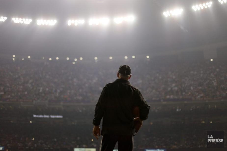 Une partie de l'éclairage a flanché, dimanche soir.... (Photo AP)
