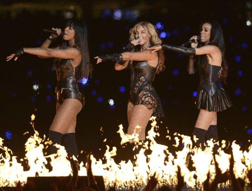 Beyoncé a électrisé la scène du Super Bowl d'une énergie féminine, dimanche, avec un spectacle de la mi-temps très dansant de 13 minutes. | 4 février 2013