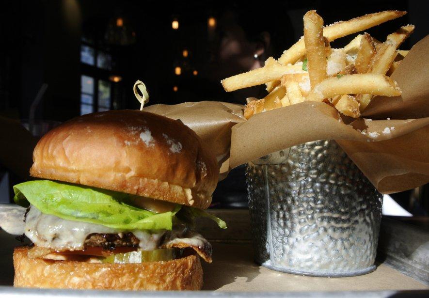 Les burgers du Chic Shak sont bien garnis. (Bernard Brault, La Presse)