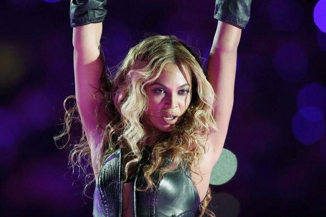 Beyoncé lors de sa prestation au Super Bowl... (Photo: Reuters)