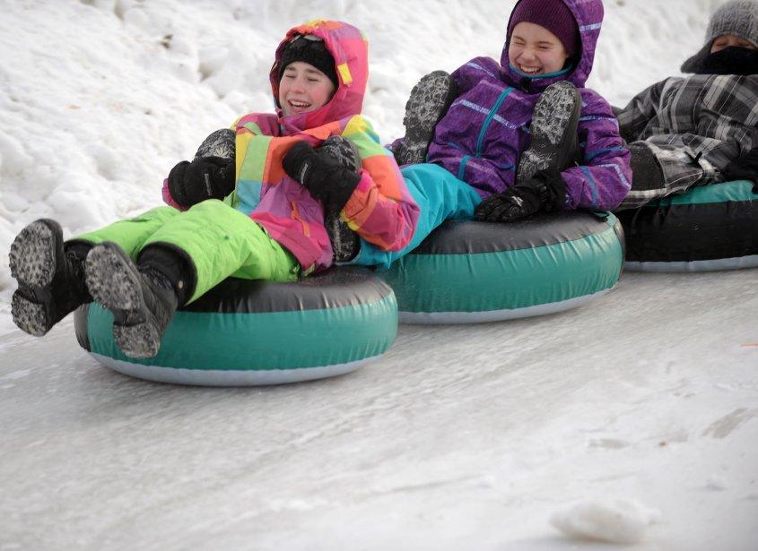 Les résidents du district des Vieilles-Forges à Trois-Rivières ont eu droit à trois jours d'activités dans le cadre du Festi-neige. Toutes sortes d'activités hivernales et des spectacles étaient proposés à la population dont la glissade sur tube. | 4 février 2013