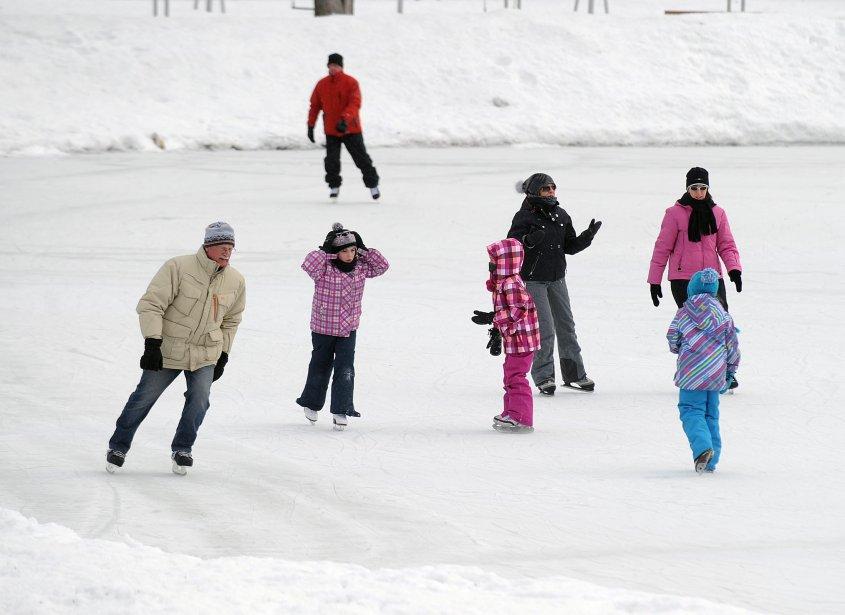 La Fête du district de la Madeleine a eu lieu samedi au parc des Chenaux. Plusieurs activités, dont le patinage, étaient offertes aux petits et grands. Des jeux gonflables, des trottinettes sur neige ainsi qu'une calèche permettaient de passer une agréable journée. | 4 février 2013