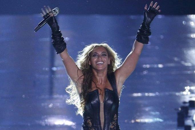 Beyoncé lors de sa performance au Super Bowl.... (Photo: Reuters)