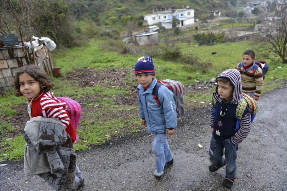 Des enfants déplacés retournent chez eux après avoir avoir suivi... | 2013-02-06 00:00:00.000