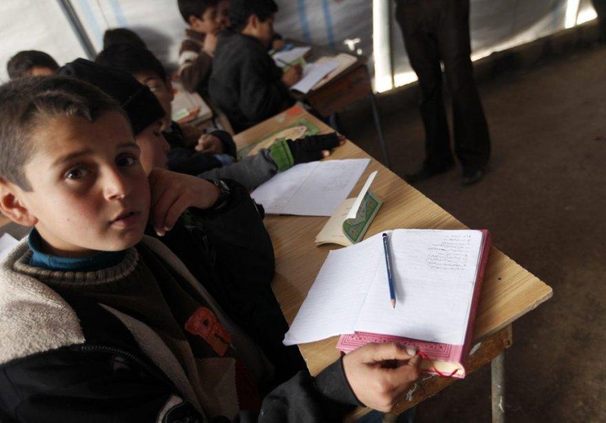 Une école aménagée dans le camp de réfugiés de Bab Al-Salam, à Azaz, près de la frontière syro-turque. | 6 février 2013