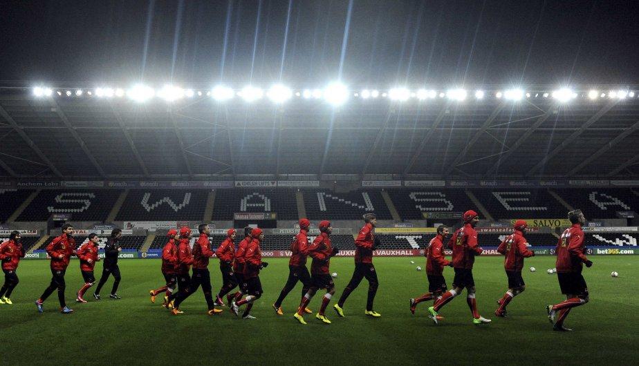L'équipe autrichienne s'échauffe pendant une séance d'entraînement de soccer au Liberty Stadium à Swansea. | 6 février 2013