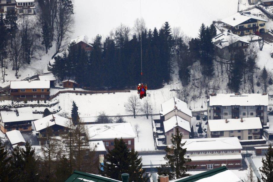 L'Américaine Lindsey Vonn a été transportée par hélicoptère après être tombée lors de la compétition super-G féminine, aux Championnats du monde du ski alpin à Schladming, en Autriche. | 6 février 2013