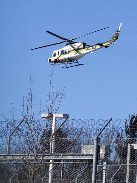 L'hélicoptère de la Sûreté du Québec a patrouillé le ciel de la prison, sur l'heure du dîner. | 6 février 2013