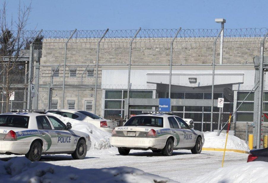 Aucun agent correctionnel n'a été blessé ou pris en otage à la suite de la série d'actes violents. | 6 février 2013
