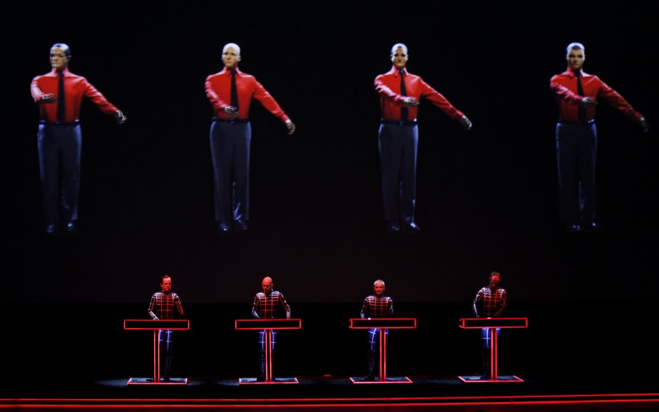 Le groupe électronique allemand Kraftwerk en concert au musée Tate Modern, à Londres. | 6 février 2013