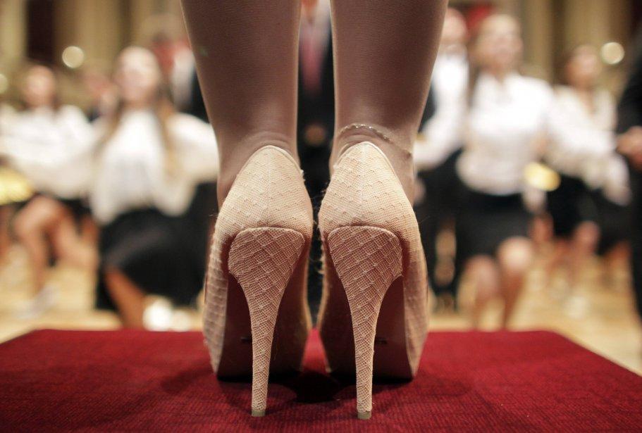 Des danseurs de la Young Ladies' and Young Gentlemen's Committee se préparent pour le Bal de l'Opéra de Vienne. | 6 février 2013