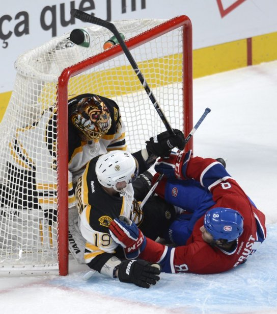 Brandon Prust et Tyler Séguin dans le filet des Bruins. | 6 février 2013