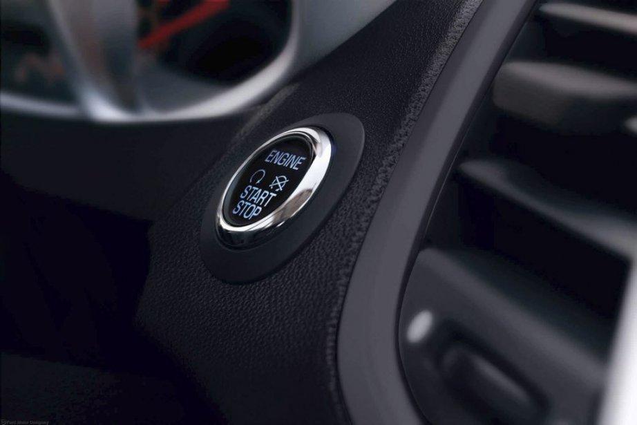 BOUTON DE DÉMARRAGE - Les compactes n'ont rien à envier aux modèles des catégories supérieures: bouton de démarrage (notre photo), aide au stationnement, sellerie de cuir, baquets chauffants. (Photo fournie par Ford)