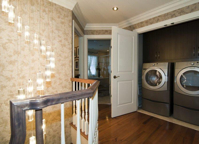 Les propriétaires voulaient leur coin lessive à l'étage, et une grande salle de bains. Par conséquent il n'y a que deux chambres à ce niveau. | 7 février 2013