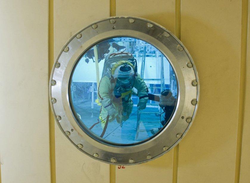 Le cosmonaute russe Mikhail Tyurin à l'entrainement dans une piscine près de Moscou. | 8 février 2013
