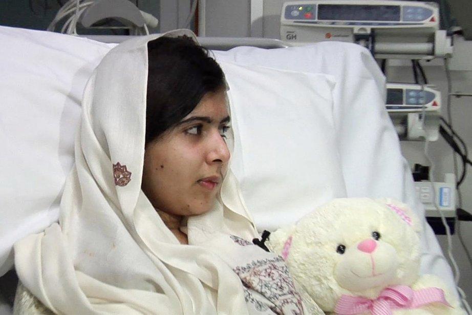 Malala a subi le 2 février une double... (PHOTO AFP)