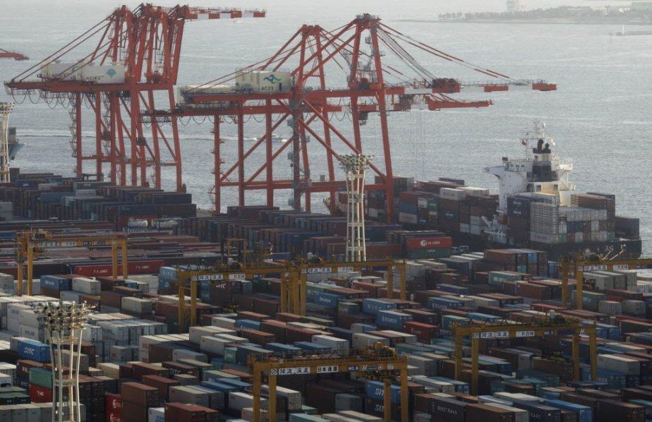 Le recul du déficit commercial des États-Unis surprend par son ampleur et...