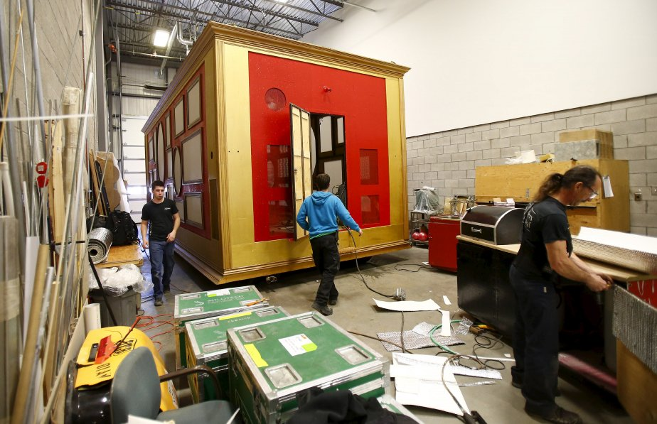 Le Soleil a pu jeter un oeil aux ateliers du défilé du Carnaval, le 7 février. Ses artisans travaillent fébrilement à ce que tout soit prêt pour la «parade» de Charlesbourg, le 9. | 8 février 2013