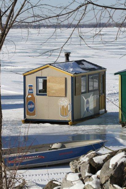 Des cabanes de pêcheurs ont coulé dans le lac Champlain à Philipsburg. | 8 février 2013
