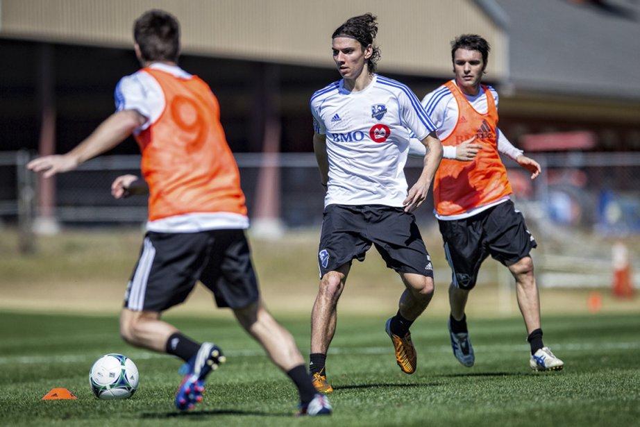 L'arrière droit Zarek Valentin (au centre) sera de... (Photo fournie par l'Impact)
